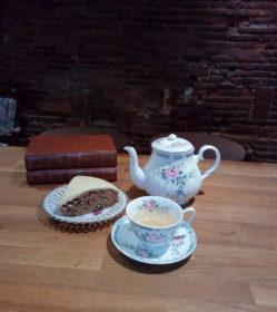 Gâteau et thé